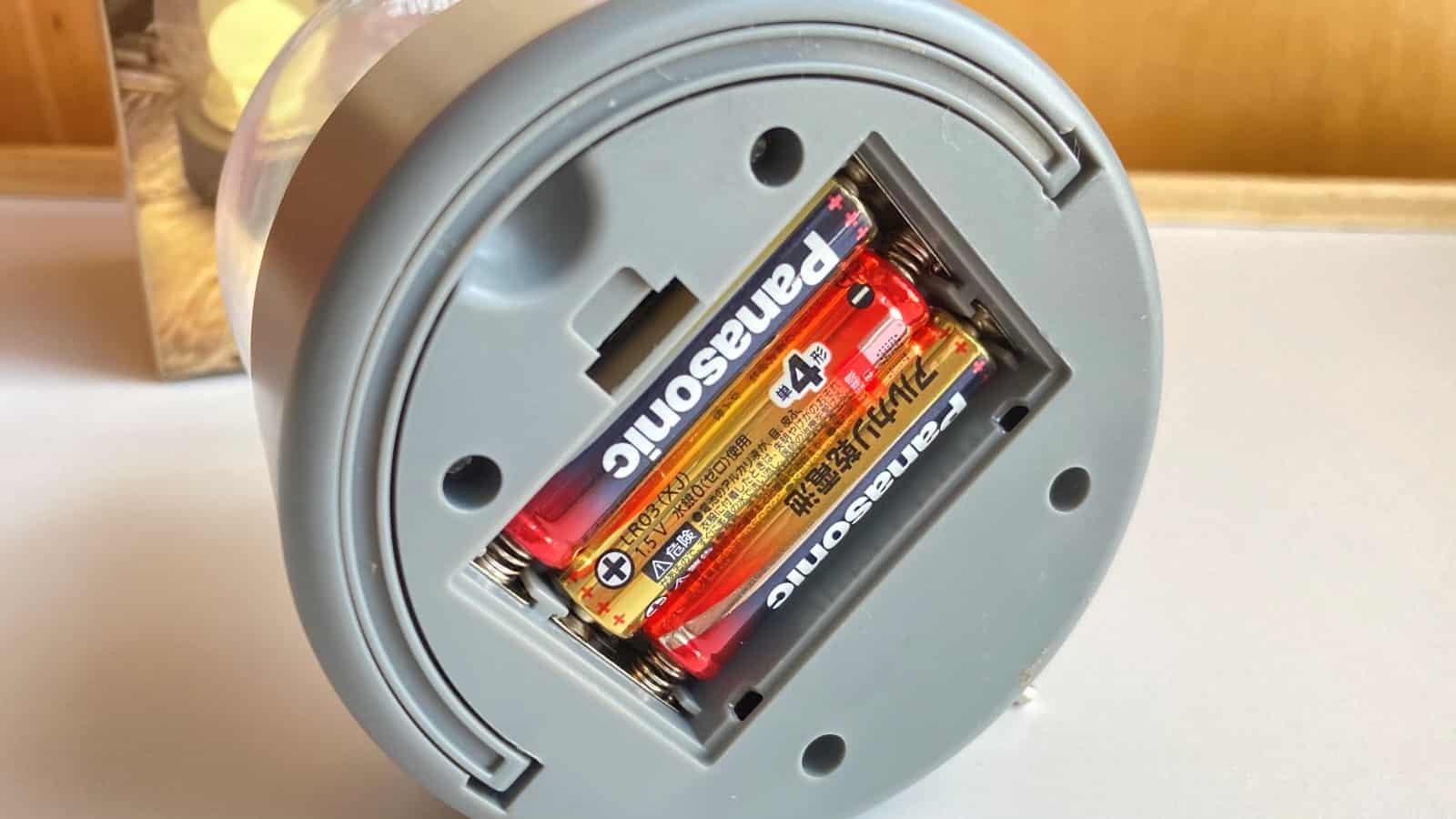 ダイソー3WAYバルブライトの電池部分